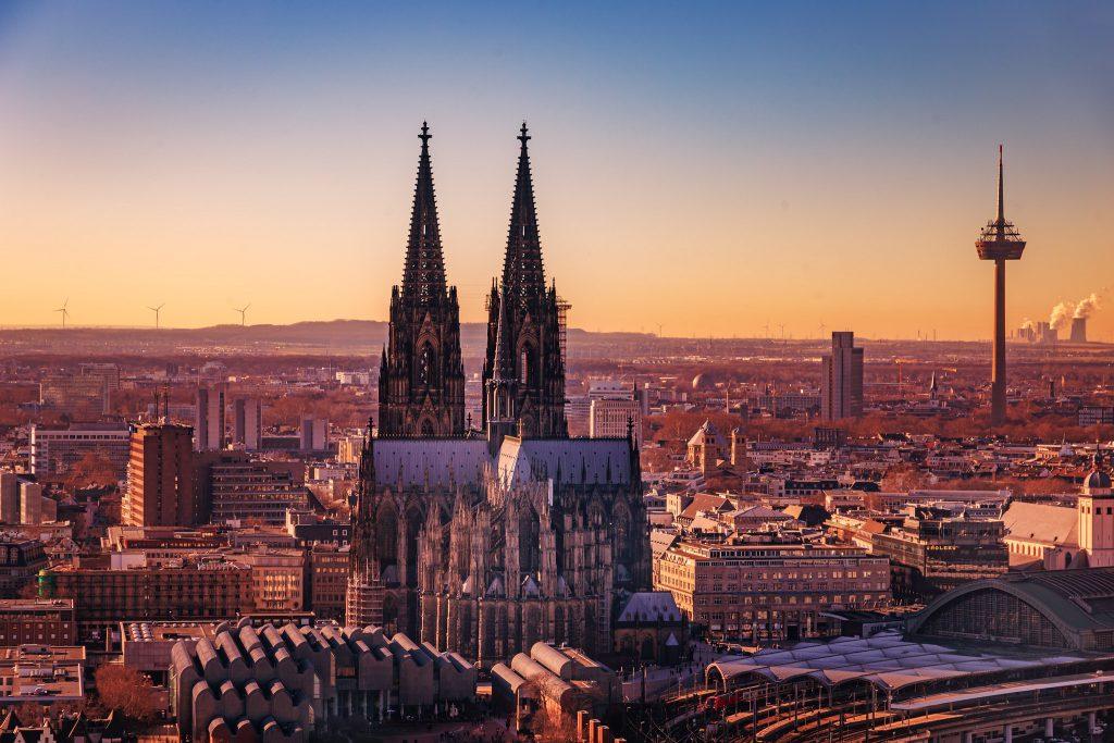 Blick auf den Kölner Dom in der Abendsonne