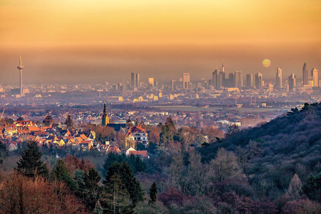 Blick auf Frankfurt / Main in der Abendsonne